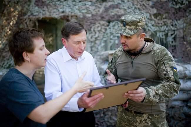 Меня очень поразил профессионализм украинских сил, - генерал США Петреус посетил район проведения ООС 06