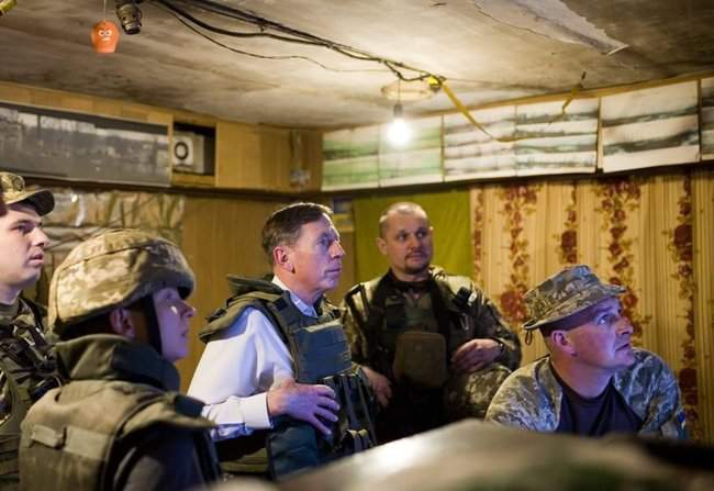 Меня очень поразил профессионализм украинских сил, - генерал США Петреус посетил район проведения ООС 01