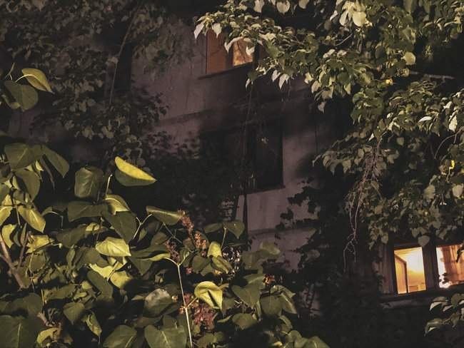 Ночью в 16-этажном жилом доме в Киеве произошел пожар, жильцы эвакуированы 02