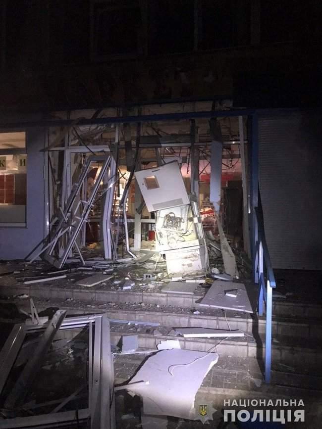 Неизвестные взорвали банкомат, расположенный в продовольственном магазине в Харькове, - полиция 01