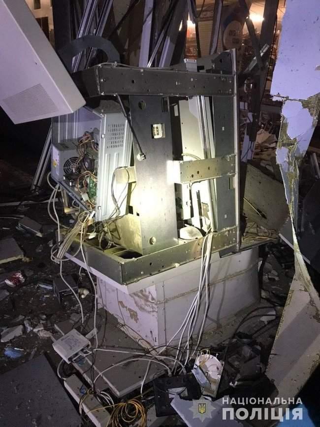 Неизвестные взорвали банкомат, расположенный в продовольственном магазине в Харькове, - полиция 02