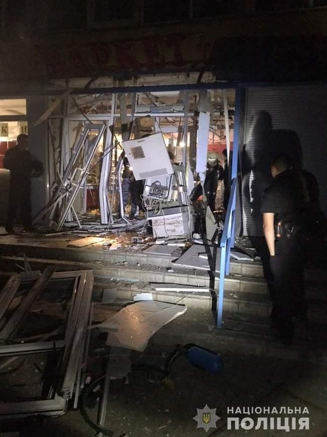Неизвестные взорвали банкомат, расположенный в продовольственном магазине в Харькове, - полиция 03