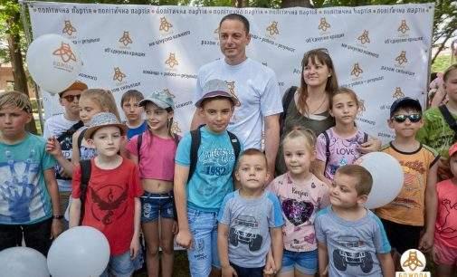 В оновленому сквері Кам'янського пройшло грандіозне свято до Дня захисту дітей