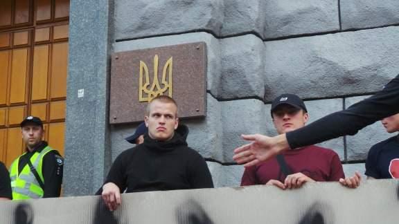 В Киеве возле здания СБУ прошла акция Когда сядет Медведчук? 06