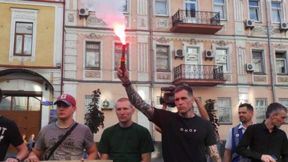 В Киеве возле здания СБУ прошла акция Когда сядет Медведчук? 11