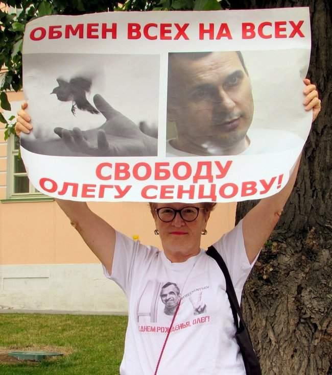 Одиночные пикеты с требованием освободить Сенцова прошли в Москве 07