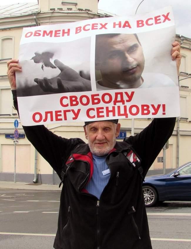 Одиночные пикеты с требованием освободить Сенцова прошли в Москве 01