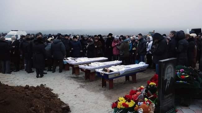 Восточный помнит, - корректировщика обстрела Мариуполе Кирсанова местные жители облили зеленкой и соком 04