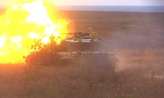 Учения танковых подразделений прошли на одном из полигонов Донетчины, - Минобороны 05