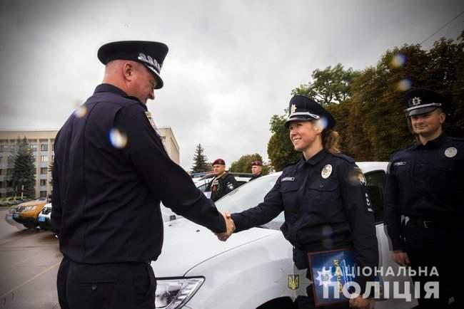 Князев вручил полицейским Хмельнитчины ключи от 18 новых служебных автомобилей 01