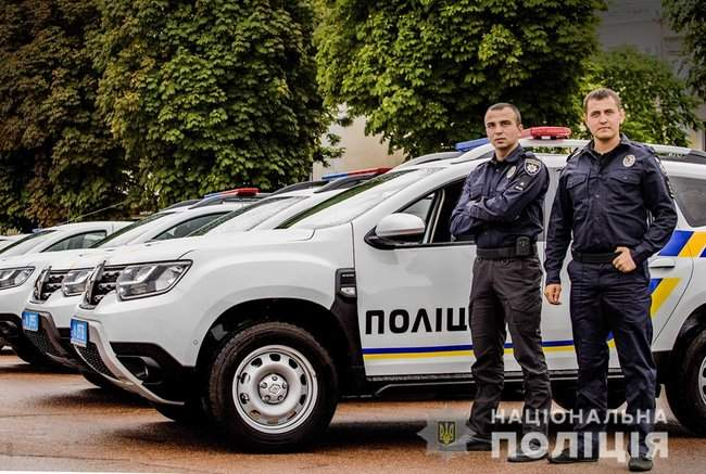 Князев вручил полицейским Хмельнитчины ключи от 18 новых служебных автомобилей 03