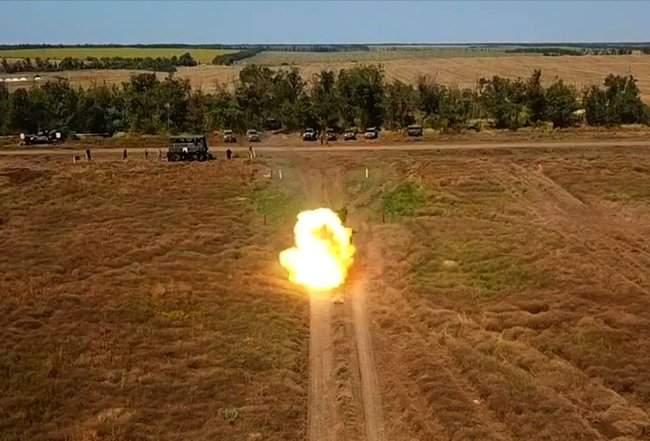 Учения танковых подразделений прошли на одном из полигонов Донетчины, - Минобороны 02