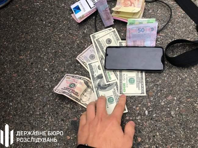 Сотрудник Киевской таможни задержан на взятке 450 долл. за оформление автомобиля, - ГБР 02