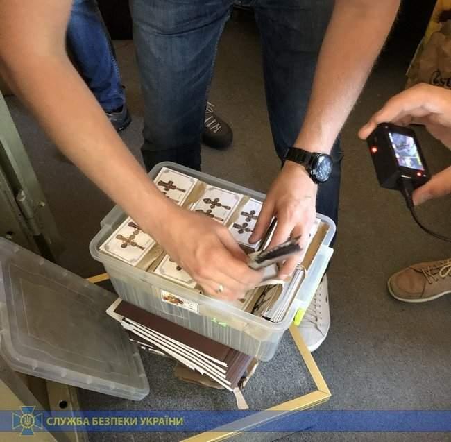 Из оккупированного Крыма пытались ввезти ювелирные украшения, - СБУ 02