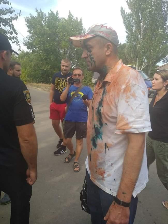 Восточный помнит, - корректировщика обстрела Мариуполе Кирсанова местные жители облили зеленкой и соком 01