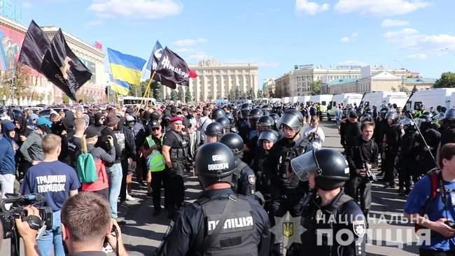 Радикалы пытались сорвать лекцию, проводившуюся в рамках KharkivPride: экс-нардепа Дония облили зеленкой 01
