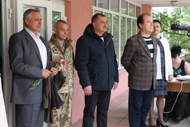 В Киеве торжественно открыли мемориальные доски трем военнослужащим, погибшим на Донбассе 04