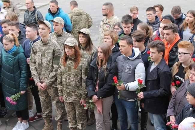 В Киеве торжественно открыли мемориальные доски трем военнослужащим, погибшим на Донбассе 05
