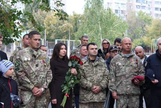 В Киеве торжественно открыли мемориальные доски трем военнослужащим, погибшим на Донбассе 07