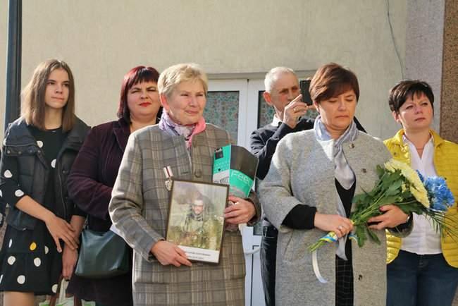 В Киеве торжественно открыли мемориальные доски трем военнослужащим, погибшим на Донбассе 10