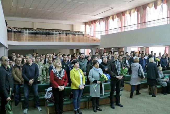В Киеве торжественно открыли мемориальные доски трем военнослужащим, погибшим на Донбассе 12