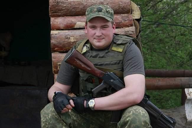 Мемориальную доску погибшему украинскому бойцу Андрею Корне открыли в Хороле на Полтавщине 01