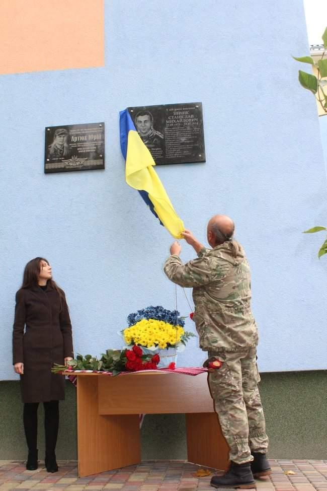В Киеве торжественно открыли мемориальные доски трем военнослужащим, погибшим на Донбассе 08