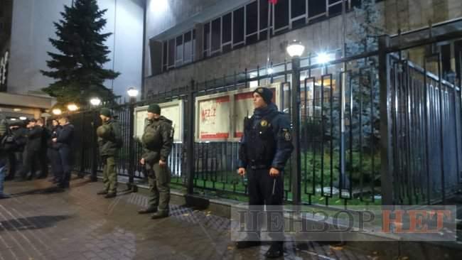 Тополі - волю, - под посольством Польши в Киеве проходит акция в поддержку задержанного ветерана 02