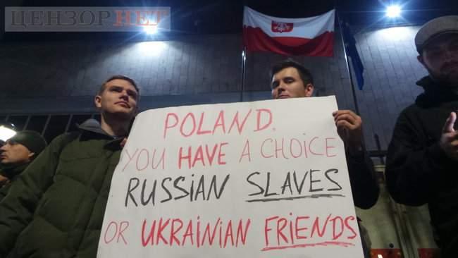 Тополі - волю, - под посольством Польши в Киеве проходит акция в поддержку задержанного ветерана 12