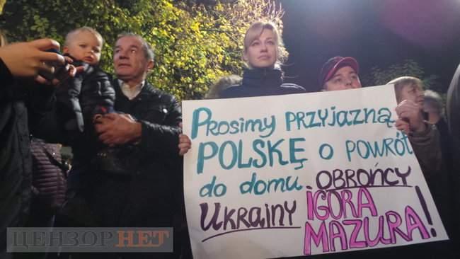 Тополі - волю, - под посольством Польши в Киеве проходит акция в поддержку задержанного ветерана 13