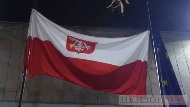 Тополі - волю, - под посольством Польши в Киеве проходит акция в поддержку задержанного ветерана 17