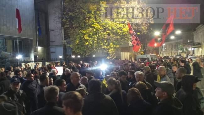 Тополі - волю, - под посольством Польши в Киеве проходит акция в поддержку задержанного ветерана 19
