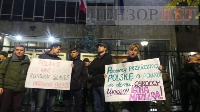 Тополі - волю, - под посольством Польши в Киеве проходит акция в поддержку задержанного ветерана 20