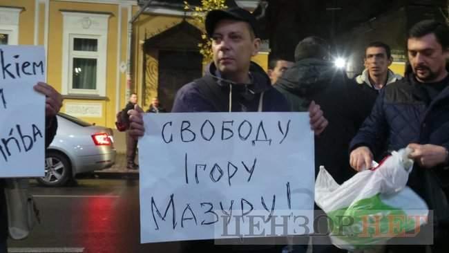 Тополі - волю, - под посольством Польши в Киеве проходит акция в поддержку задержанного ветерана 23