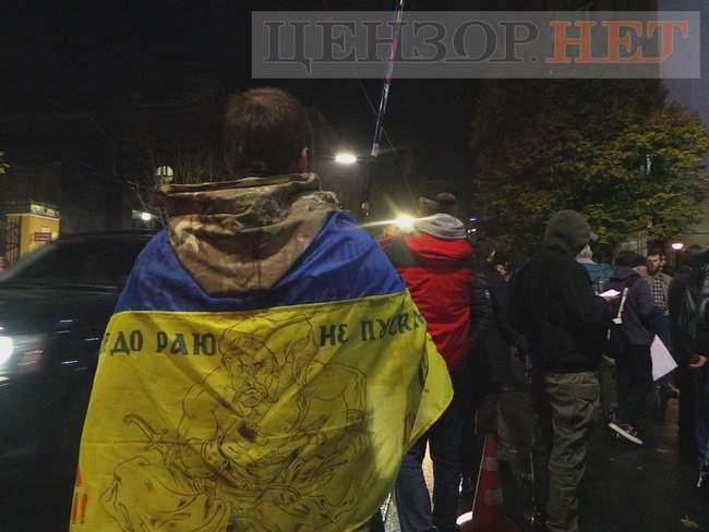 Тополі - волю, - под посольством Польши в Киеве проходит акция в поддержку задержанного ветерана 05