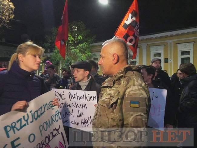 Тополі - волю, - под посольством Польши в Киеве проходит акция в поддержку задержанного ветерана 10
