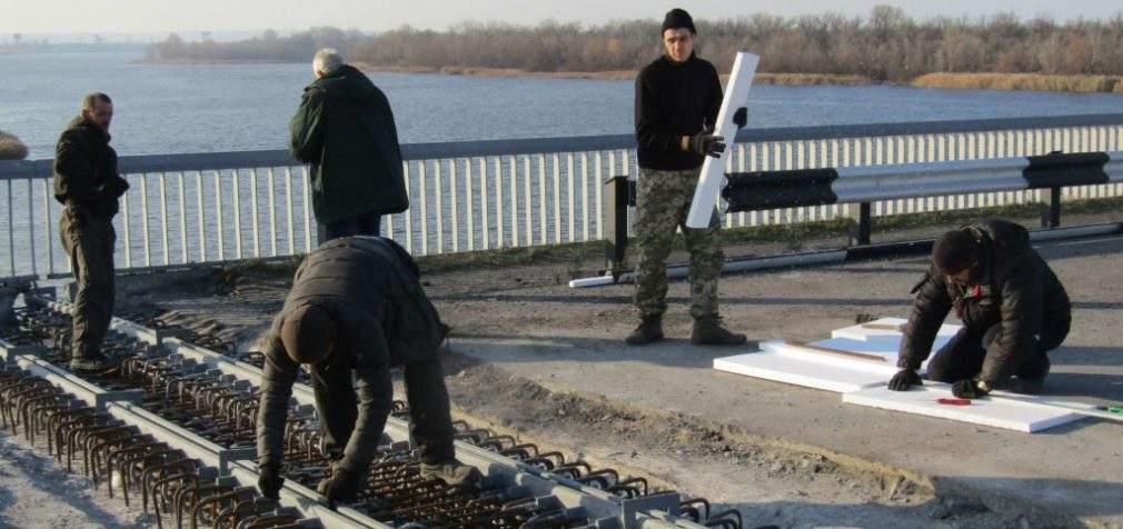 Ремонт мосту у Кам'янському закінчиться до початку зими