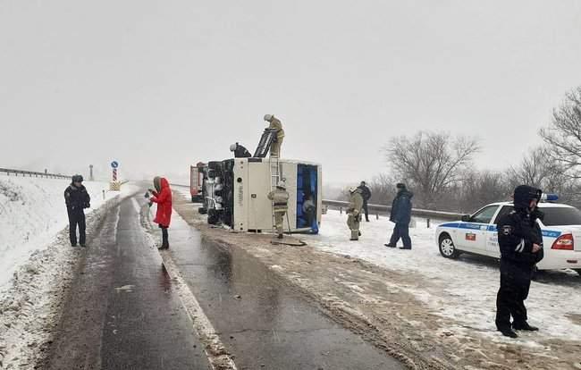 Автобус с украинцами перевернулся в России, пострадали 17 человек 01