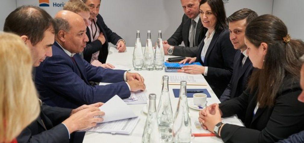 Зеленский в Давосе обсудил с президентом ЕБРР Чакрабарти увеличение портфеля инвестиций в Украину. ФОТО