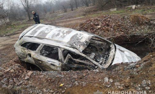 На Днепропетровщине мужчина из-за конфликта поджег автомобиль, – ФОТО