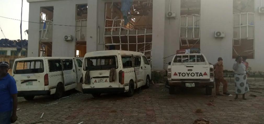 Взрыв в Нигерии: снесло более ста зданий, 13 пострадавших