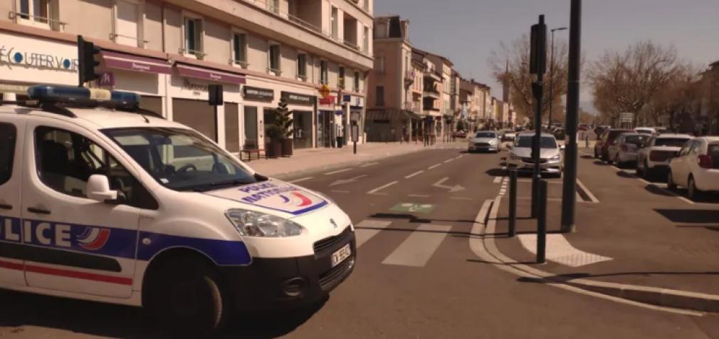 Во Франции мужчина набросился с ножом на людей, есть жертвы