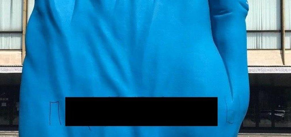 В Днепре вандалы испортили арт-объект у оперного театра, – ФОТО