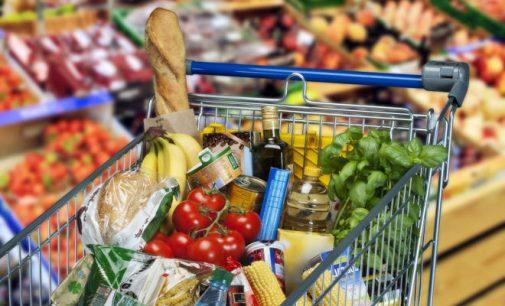 Ажиотажный спрос на продукты прекратился, – Минэкономики