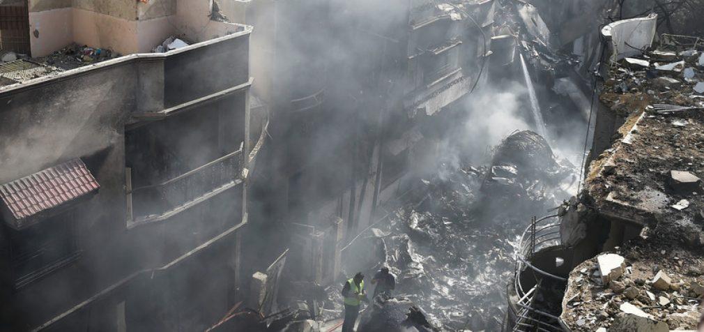 Авиакатастрофа в Пакистане: погибли 97 человек, двое выжили