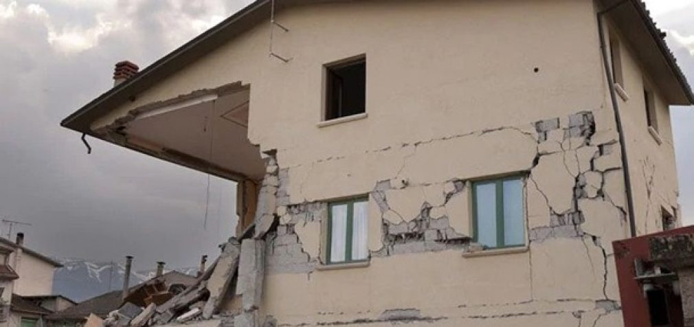 В Иране произошло мощное землетрясение: есть жертвы