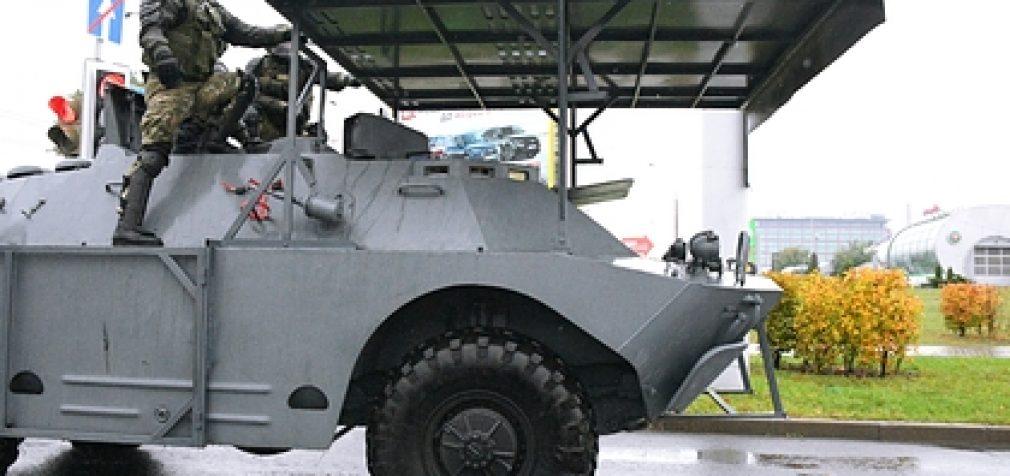 Минск готовится к митингу: в центр стягивают военных