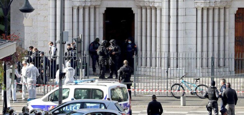 Во Франции новые попытки терактов, Макрон мобилизовал военных