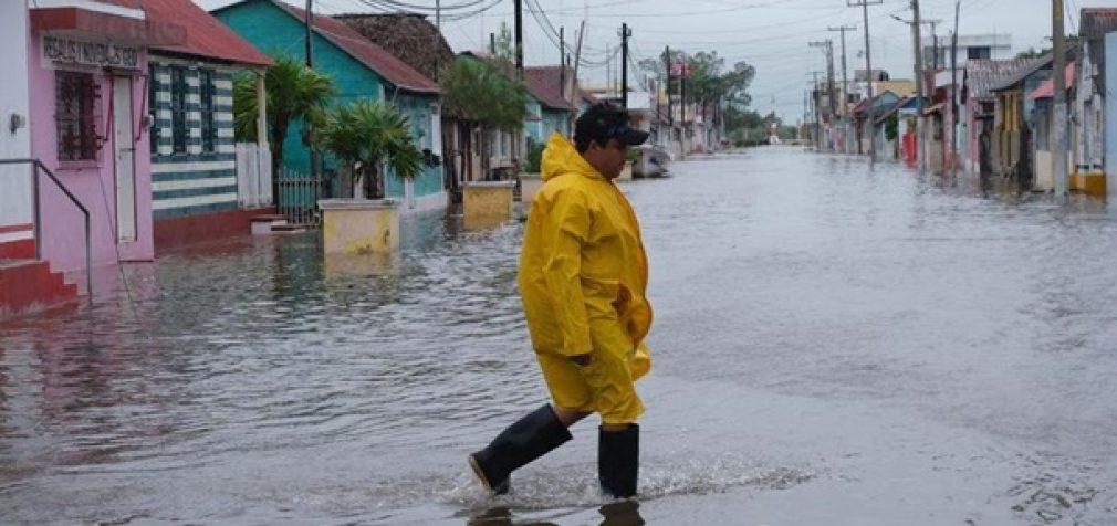 Япония и США готовятся к ураганам, Мексика приходит в себя