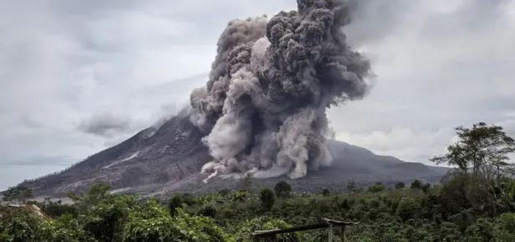 На Камчатке началось извержение вулкана, столб пепла – 10 км